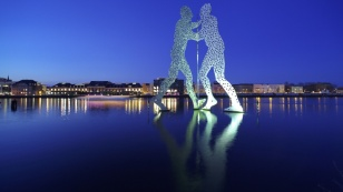 berlin_molecule_man_visual_stage